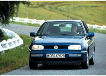 VOLKSWAGEN  Golf 1.6 CL - MALLY SHELLY